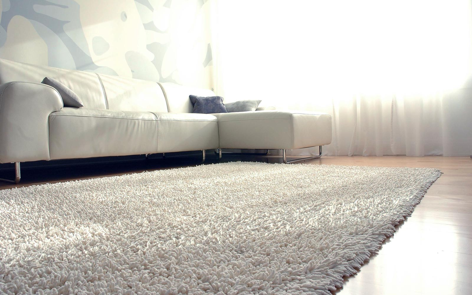 Din ce material ar trebui sa fie confectionat covorul Covoare naturale sau artificiale lana, iuta sisal sau nylon