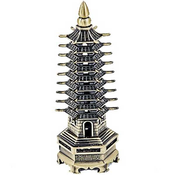 Pagoda celor noua nivele din metal aurie